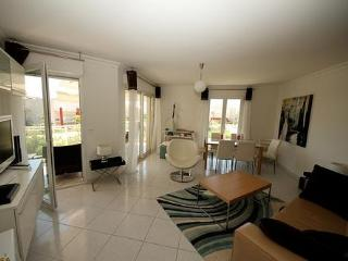 Juan Les Pins 3 Bedroom Antibes Rental, Close to the Beach - Juan-les-Pins vacation rentals
