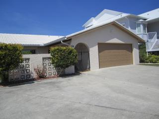 Beautiful 3 bedroom tropical waterfront home! - New Port Richey vacation rentals