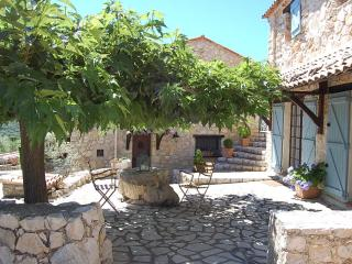 Stunning 1 Bedroom in Provencal Farmhouse, with a Pool - Mons vacation rentals