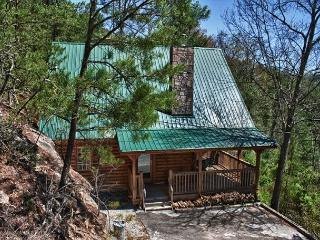 Romantic and Secluded Mountain Cabin just outside Pigeon Forge! - Pigeon Forge vacation rentals