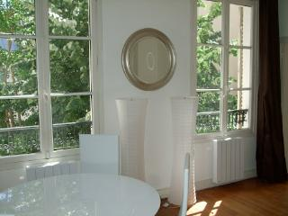 Chic and Romantic Apartment Rental Near the Eiffel Tower - Paris vacation rentals