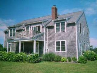3 Bedroom 2 Bathroom Vacation Rental in Nantucket that sleeps 6 -(10025) - Image 1 - Nantucket - rentals