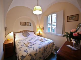 Mentana 1 Bedroom Tuscan Apartment in Florence - Florence vacation rentals