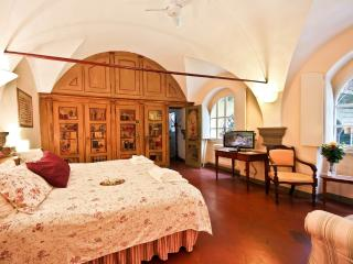 Romantic 1 Bedroom Rental in Florence - Tuscany vacation rentals