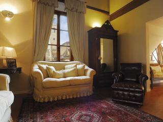 Wonderful 2 Bedroom Apartment Rental Near Duomo - Florence vacation rentals