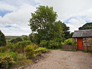 THE BUTTERY, romantic, luxury holiday cottage, with a garden in Countersett, Ref 7843 - Swaledale vacation rentals