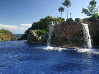 Roatan Luxury Oceanview Condo in West Bay - West Bay vacation rentals