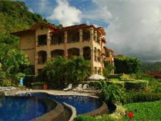 The Marbella 1E is a breathtaking condo. Enjoy the ocean and jungle view as you bond with friends and family. - Herradura vacation rentals