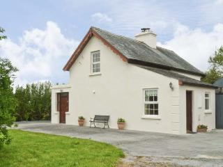CAPPACURRY COTTAGE , pet friendly, character holiday cottage, with a garden in Ballinrobe, County Mayo, Ref 4668 - Maam Cross vacation rentals