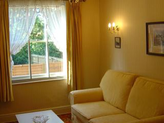 4 bed roomy house great for beaches and cathedral - Exeter vacation rentals