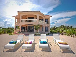 Beautiful 4 bedroom beachfront home with pool on Tankah Bay. - Felipe Carrillo Puerto vacation rentals