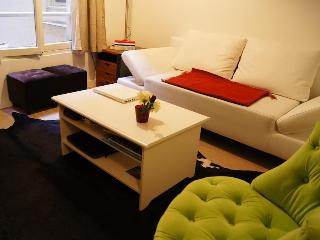 Studio Archives - Hôtel de Ville - Marais Area - Paris vacation rentals