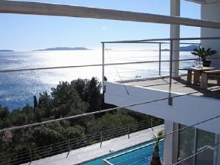 Outstanding Le Lavandou Villa Holiday Rental with a Pool - Le Lavandou vacation rentals