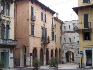Residenza Palazzo Negri - San Giovanni Ilarione vacation rentals