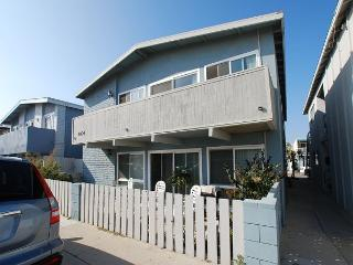 Renovated 2 Bedroom Lower Beach Condo! 1 House From Ocean! (68293) - Newport Beach vacation rentals