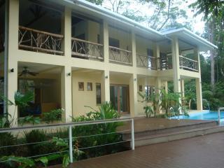 sleeps 9 people Costa Rica best Casa de Mono Locos - Playa Matapolo vacation rentals