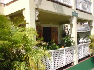 SUNBEAMS - CHARMING GARDEN APARTMENT - Paynes Bay vacation rentals