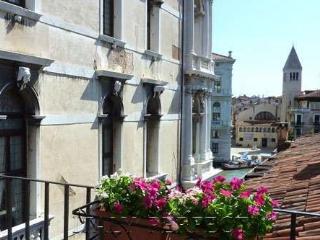 Perfect Venice Canal Views-Great Apartment-Balcony - Veneto - Venice vacation rentals