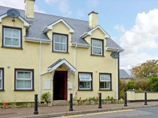 NO 17 MOUNTAIN DALE , pet friendly, with a garden in Bundoran, County Donegal, Ref 4679 - Donegal vacation rentals