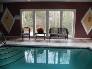 A Mountain Pool Lodge,Gatlinburg Tennessee - Gatlinburg vacation rentals