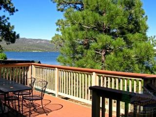 The Antlers Cabin a cozy Lakefront Big Bear Vacation Cabin with superb panoramic views of the lake and BBQ. - Big Bear Lake vacation rentals