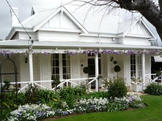 The Hollies Luxury Accommodation and B&B - Perth - Henley Brook vacation rentals