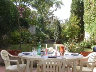 Stone town home, Gascony, Dining-Antiques-Fetes - Gers vacation rentals