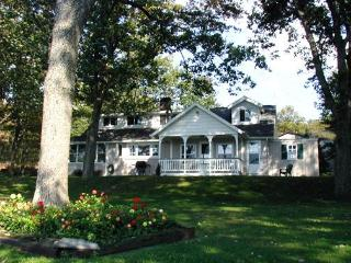 Charming Lakefront Cottage - Pittston vacation rentals