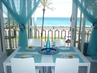 Nice Promenade des Anglais beachfront free Wifi/TV - Cote d'Azur- French Riviera vacation rentals