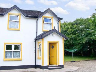 RIVERBANK COTTAGE, character holiday cottage, with a garden in Scarriff, County Clare, Ref 8443 - County Clare vacation rentals