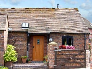 THE BYRE, romantic, character holiday cottage, with a garden in Leighton, Ref 8401 - Shropshire vacation rentals