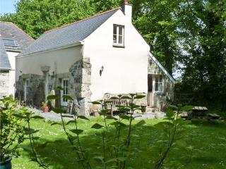 LONGHOUSE, pet friendly, character holiday cottage, with a garden in St Keverne, Ref 4682 - Coverack vacation rentals