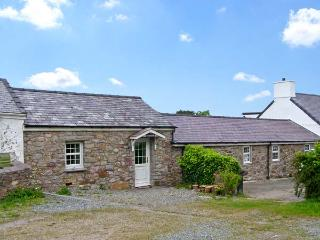 TYN Y MYNYDD  , family friendly, character holiday cottage, with a garden in Moelfre, Isle Of Anglesey, Ref 7609 - Llanfaethlu vacation rentals