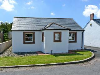 ROBIN RIGG VIEW, family friendly, country holiday cottage, with a garden in Ruthwell, Ref 8812 - Dumfries vacation rentals