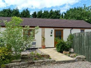 IVY COTTAGE, pet friendly, country holiday cottage, with a garden in Caldwell, Ref 6872 - Beadnell vacation rentals