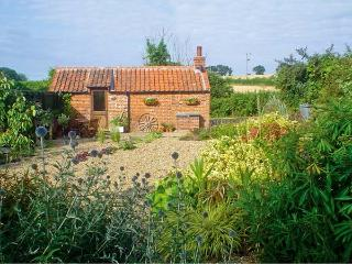THE RETREAT, romantic, country holiday cottage, with open fire in Oulton, Ref 7493 - Cromer vacation rentals