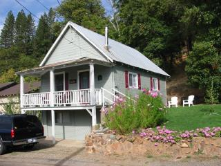Enjoy Sierra's Cozy Main Street Cottage - Shasta Cascade vacation rentals