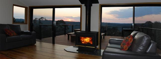 relax with a glass of wine by the fireplace - Blue Mountains Holiday House - Wentworth Falls - rentals