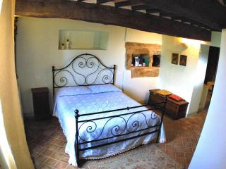 2 Bedroom Vacation Apartment with Antique Charm - San Quirico d'Orcia vacation rentals