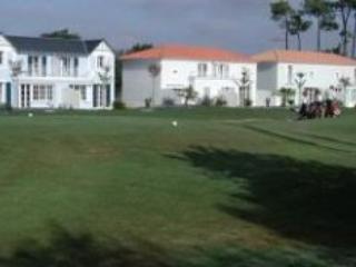 Fontenelles CCB - Domaine de Fontenelles golf course - L'Aiguillon-sur-Vie vacation rentals