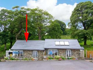 ARENIG, pet friendly, character holiday cottage, with a garden in Bala, Ref 9245 - Bala vacation rentals