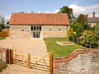 MANOR BARN, family friendly, character holiday cottage, with a garden in Walcot, Ref 8688 - Nottinghamshire vacation rentals