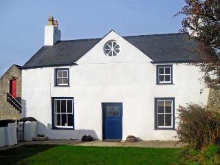 TY FFERM BODLASAN, family friendly, character holiday cottage, with a garden in Llanfachraeth, Ref 5625 - Llanfachraeth vacation rentals