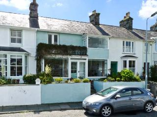 7 IVY TERRACE, family friendly, character holiday cottage, with a garden in Borth-Y-Gest, Ref 6869 - Gellilydan vacation rentals