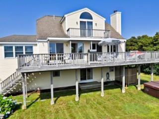 CONTEMPORARY TRI-LEVEL WITH HOT TUB NEAR SOUTH BEACH - KAT BHOW-04 - Edgartown vacation rentals