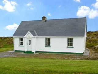 LULLY MORE COTTAGE, pet friendly, character holiday cottage, with a garden in Cruit Island, County Donegal, Ref 4686 - Falcarragh vacation rentals
