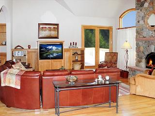 SUM162 Outstanding Home w/Fireplace, Clubhouse, Wifi, King Bed, 3 Car Garage - Dillon vacation rentals