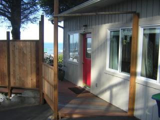 Couples Only! Hot Tub, Views,  $169 Summer Rate - Lincoln City vacation rentals