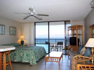 Beachfront Studio Condo  with stuning ocean views - Lahaina vacation rentals