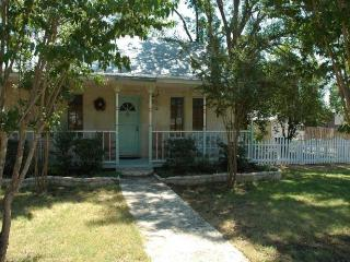 Crepe Myrtle Cottage - Texas Hill Country vacation rentals